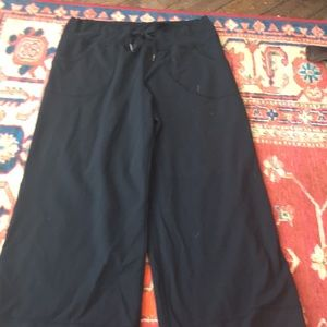 Lululemon size 8 cropped pants